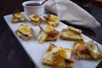 Chicken Sausage & Fig Naan Bites