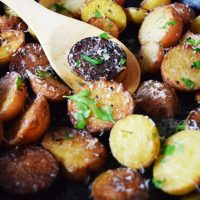 Cast Iron Skillet Garlic & Parmesan Potatoes